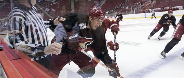 Arizona Coyotes' Taylor Pyatt showing intense focus during training camp, 9/18/2010.