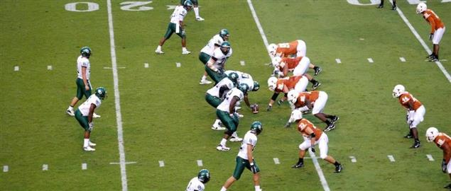 Baylor Bears lining up against the Texas Longhorns