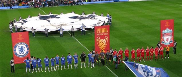 Chelsea and Liverpool players line up ahead of the second leg of their 2007–08 UEFA Champi