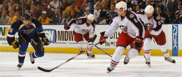 Blue Jacket's Jan Hejda, Rick Nash and Nikolai Zherdev defend Devil's Stempniak. 4/5/08.