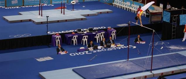 Gymnast performing horizontal bar qualifier at 2010 Summer Youth Olympics