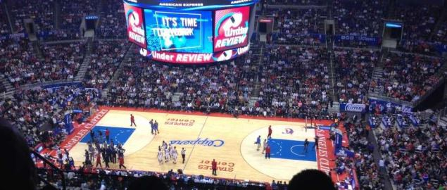 Los Angeles Clippers warm up for the Wizards