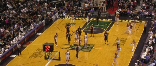 Game between the Atlanta Hawks (in white) and the Milwaukee Bucks