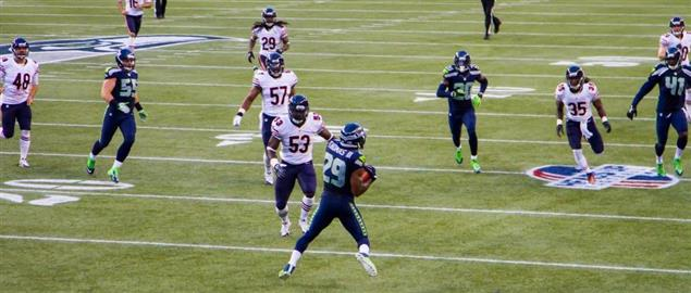Earl Thomas returning a punt vs. Chicago Bears in 2014.