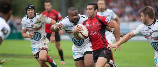 Oyonnax player, Augustin Figuerola runs the ball vs Rugby Club Toulannais 9/28/2013.
