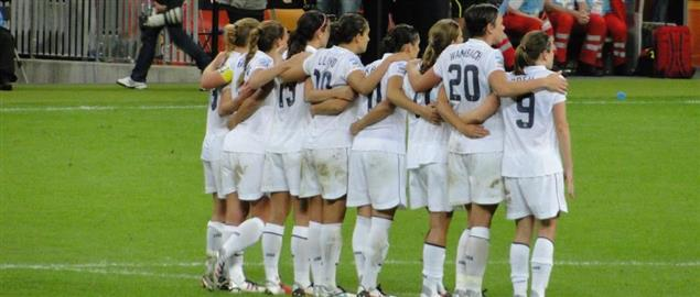 USA players watch the penalty shoot-out from 2011